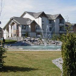 Grandridge Apartment - building and fountain