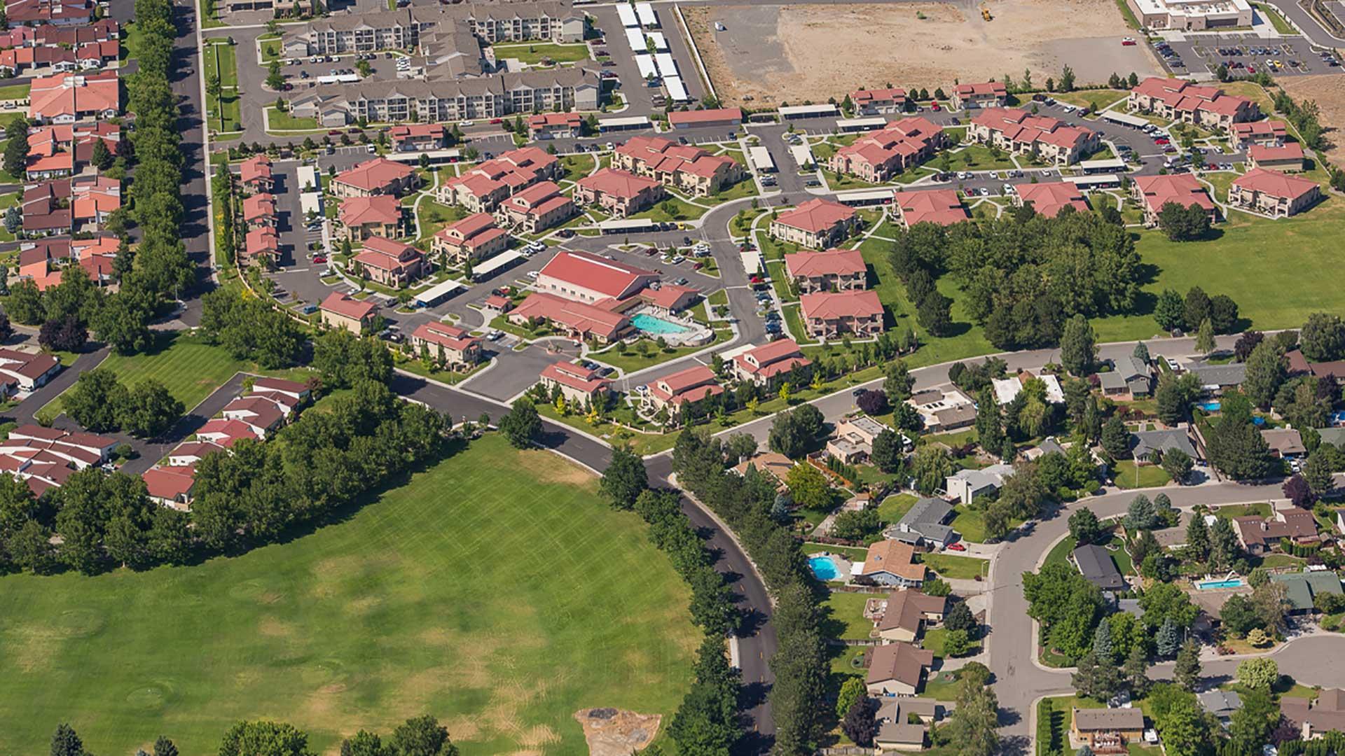 Bella Vista Apartments - aerial