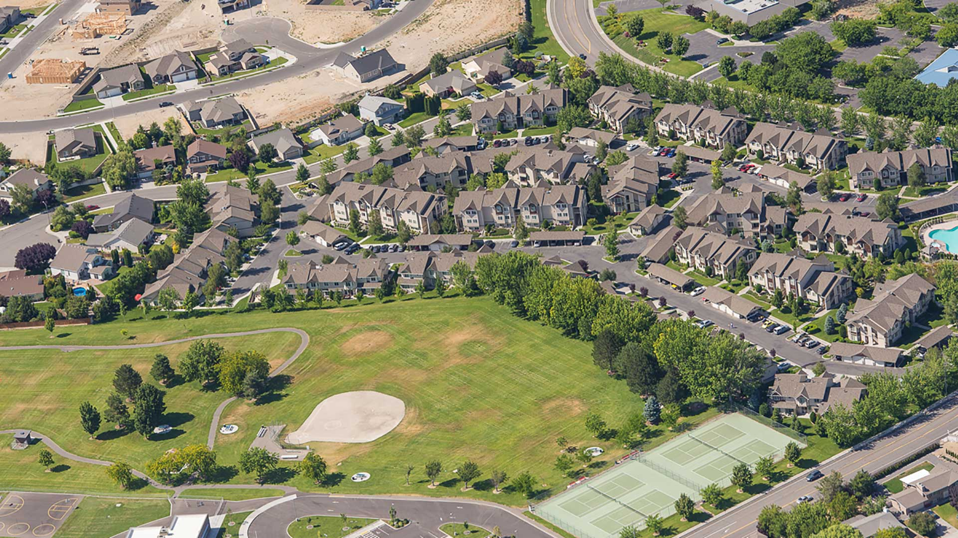 Grandridge Apartments - aerial